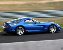 Dem Biss der Dodge Viper SRT10 kann sich kein Sportwagenfan entziehen!