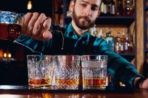 Mache eine Weltreise und probiere Whiskeys aus aller Herren Laender.