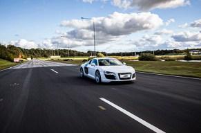 Ein Supersportwagen kommt selten allein!