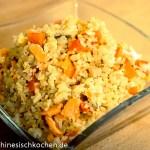 Gebratener Reis mit Lachs und Eier-三文鱼鸡蛋炒饭