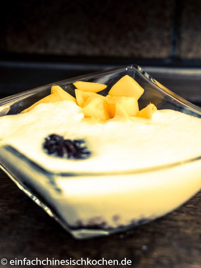 Mango Dessert mit schwarzen Klebreis (1 von 2)