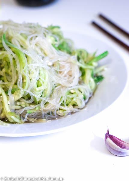 chinesischer Gurkensalat mit Glasnudeln