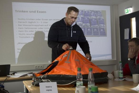 Theorieunterricht Rettungsfloß, www.einfachmlaraus.net
