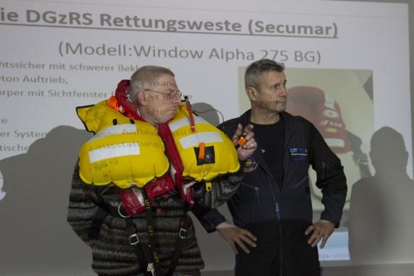Rettungsweste aufgeblasen, www.einfachmlaraus.net