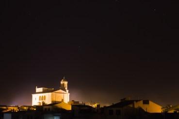 Kirche bei Nacht über Llucmajor, Mallorca, einfachmalraus.net