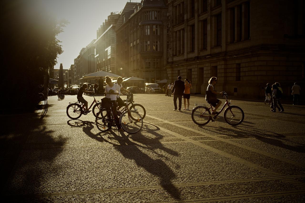 Fussgängerzone Blendung / Sicherheitstipps für die dunklen Jahreszeit | Einkaufstrolley-Vergleich.de