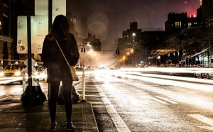 Dunkle Straße - Einkaufstrolley mit Reflektoren – Eingebaute Sicherheit in der dunklen Jahreszeit - Einkaufstrolley Vergleich