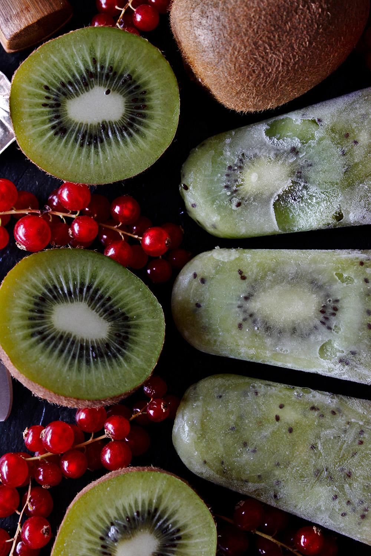 Rezept für Kiwi-Eis am Stil von Einmal Nachschlag, bitte!