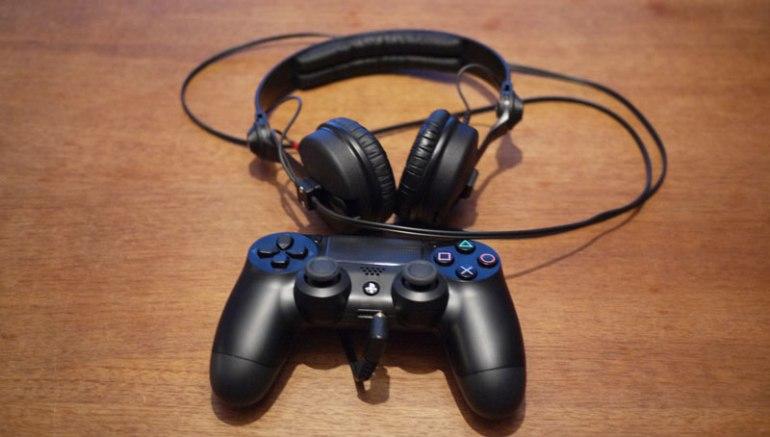 PS4 - Fjarstýring og heyrnartól