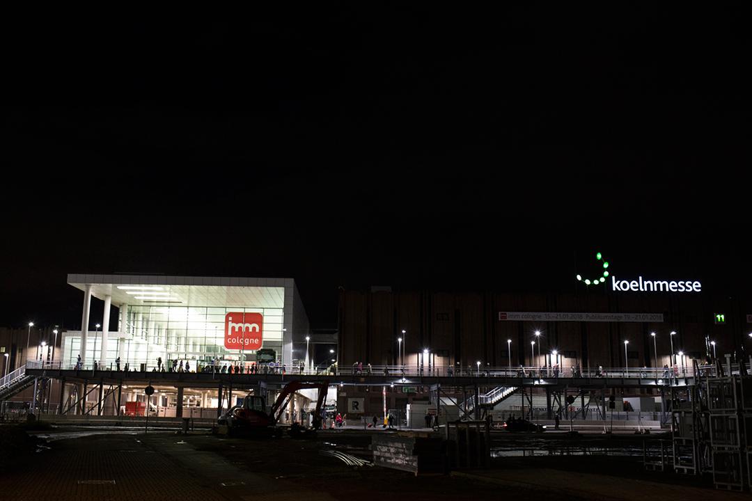 Koelnmesse, imm cologne 2018, aussenansicht, Messegelände, Möbelmesse bei Nacht, Köln