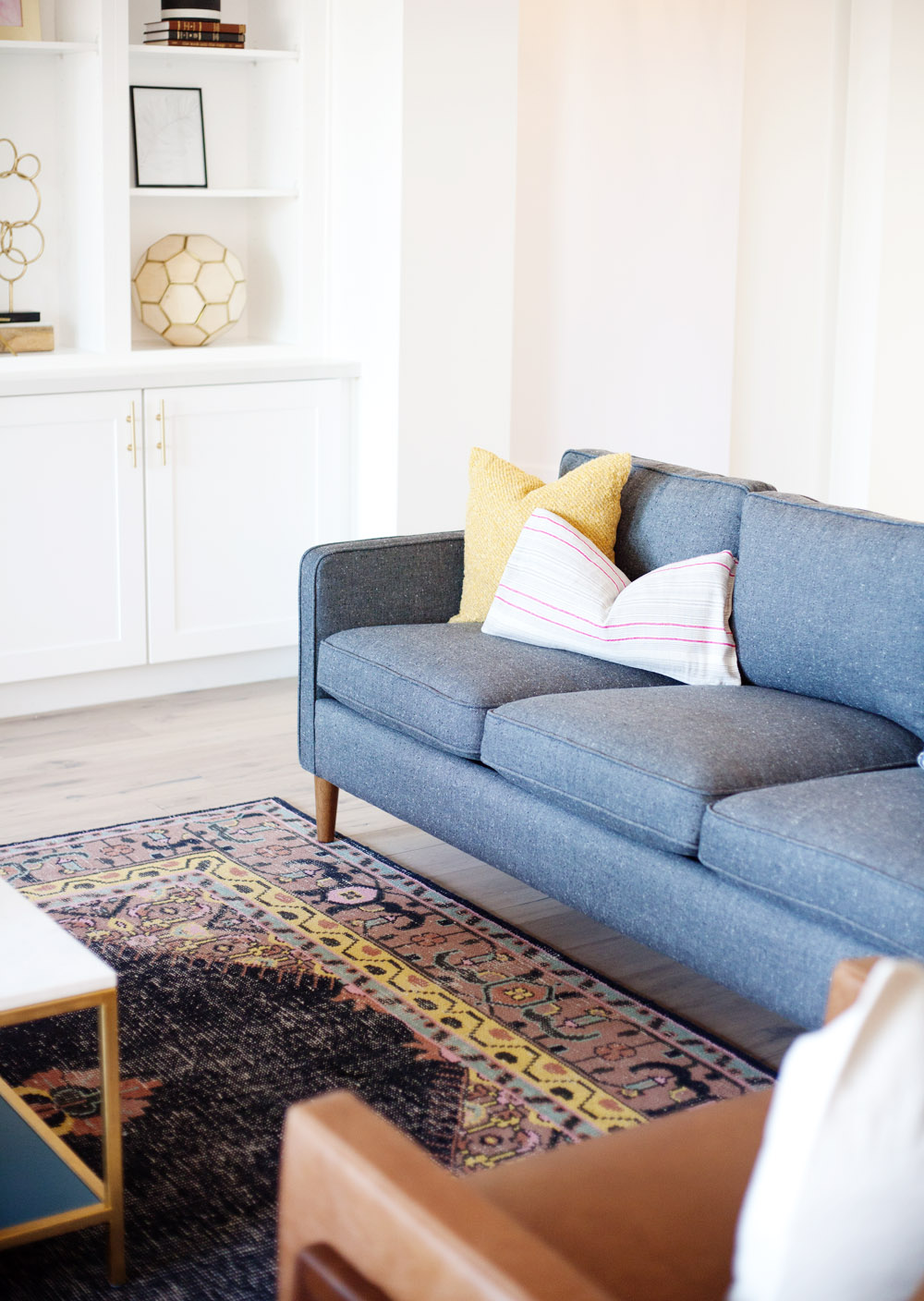 Happy friday friends we are so excited about todays post and giveaway in collaboration with rugs direct we source lots and lots of rugs for clients