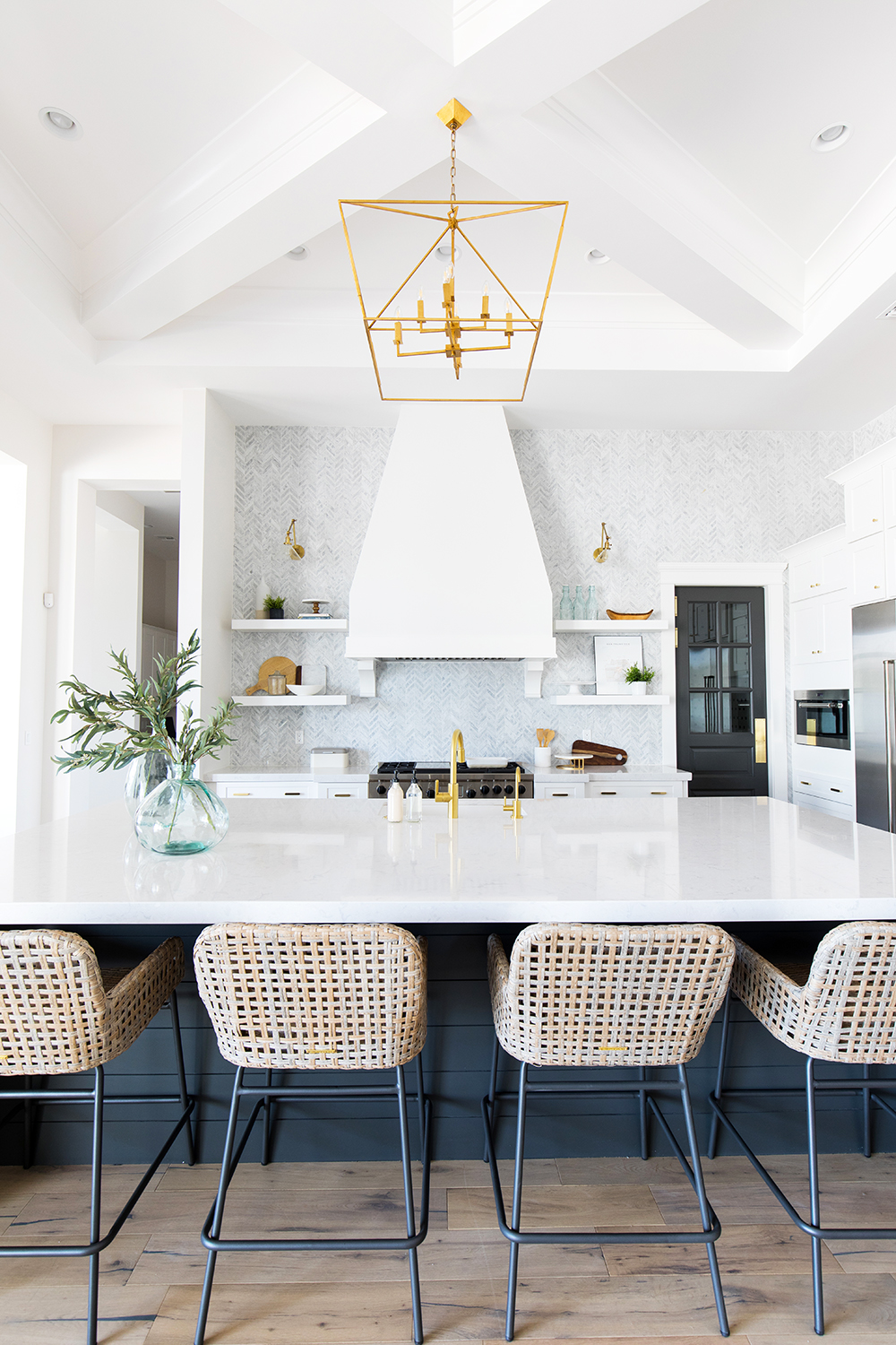 WHITE WING WATERMAN KITCHEN REVEAL by popular home and interior design blogger E. INTERIORS
