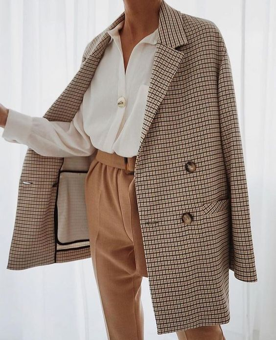 FASHION TREND: FALL BLAZERS FOR WOMEN by popular life and style blog, E. Interiors: image of a woman wearing a fall blazer for women.