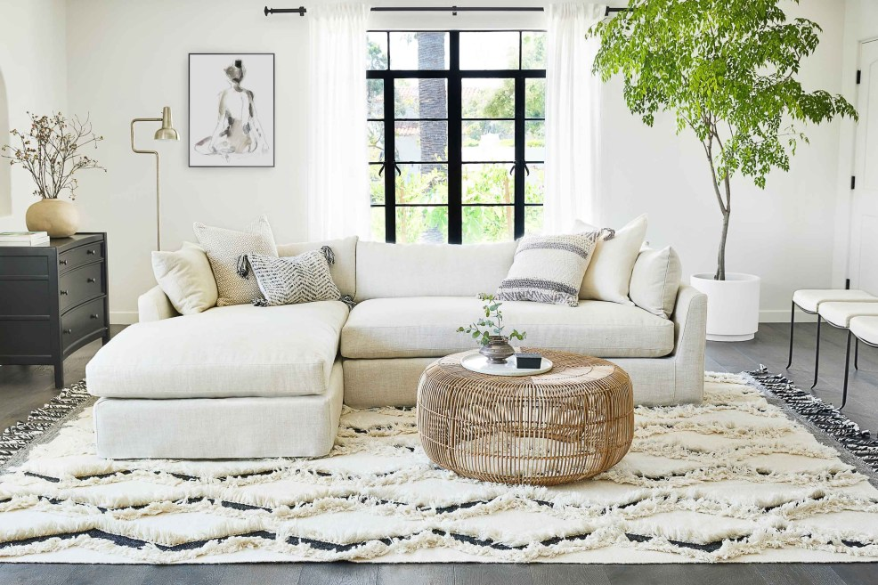 HOW TO CHOOSE THROW PILLOWS FOR YOUR SOFA, 3 tips featured by top US interior design firm, E.Interiors