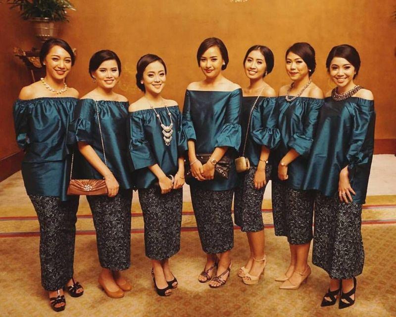 10 Cara Cantik Mendandani Bridesmaid di Pernikahan Tradisional Gambar 7