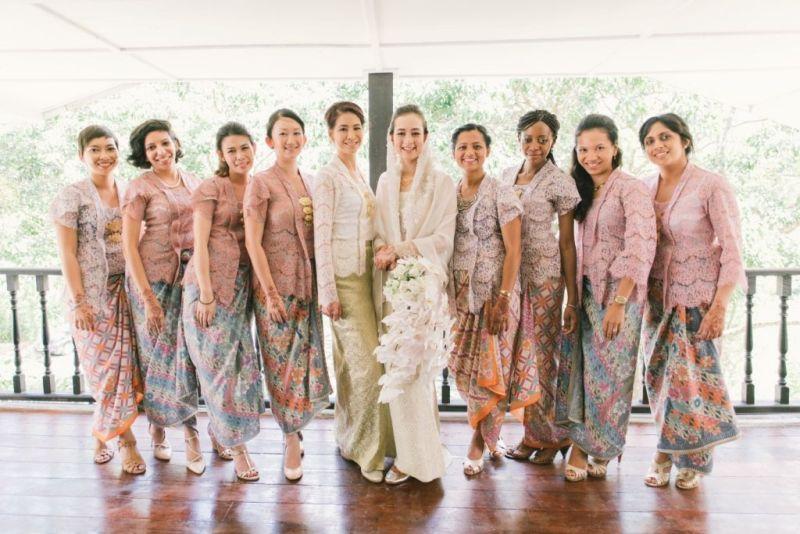 10 Cara Cantik Mendandani Bridesmaid di Pernikahan Tradisional Gambar 12