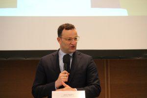 Minister Jens Spahn auf dem Podium