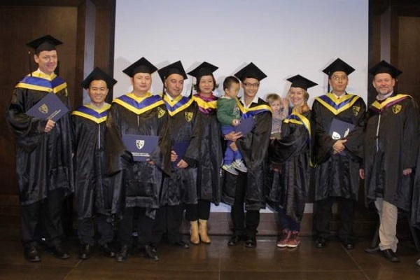 Students and professor Dr Hervé Legenvre posing during the MBA China Graduation in 2015