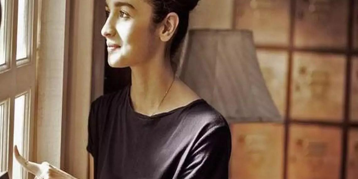 আসুন, আলিয়া ভাটের নতুন অফিসটি নিজের চোখে দেখুন…