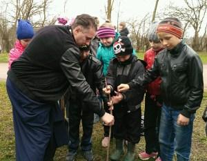 Казачата высадили деревья у храма блаженной Матроны Московской