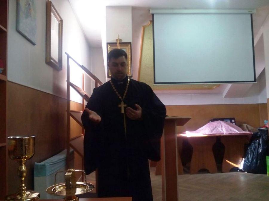 В станице Старощербиновской состоялась встреча со священником