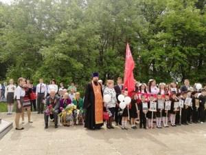 В станице Кисляковской прошла общая панихида возле памятника погибшим солдатам.