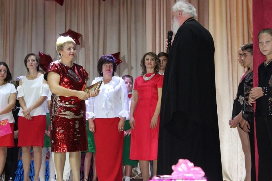 Благочинный Староминского округа церквей поздравил с юбилеем коллектив Дома детского творчества