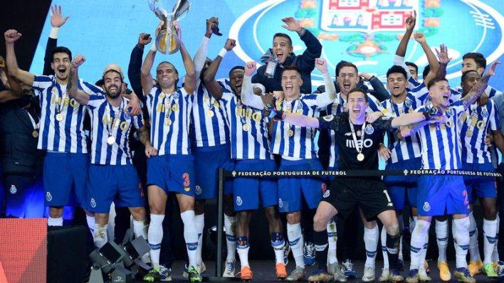 Porto comemora vitória contra Benfica.