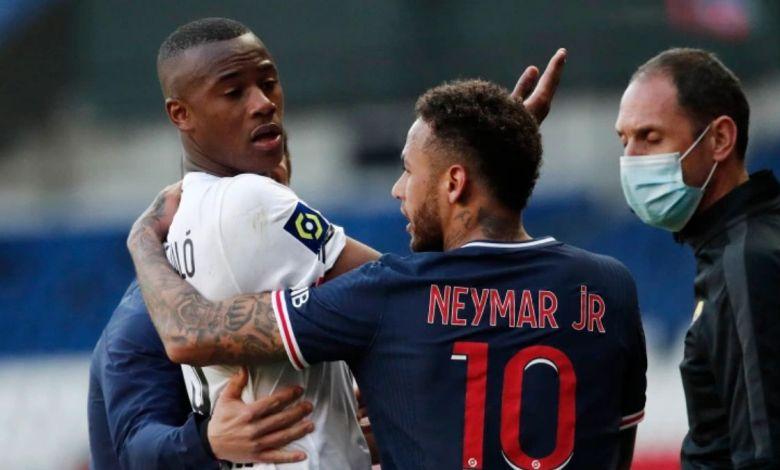 Neymar eNeymar e Djaló se desentendem em partida do campeonato Frances Djaló