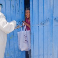 Entregan  en Valle de Chalco  Kits  preventivo para Adultos Mayores