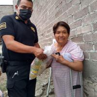 Benefician a más familias y comerciantes informales con despensas en Ixtapaluca