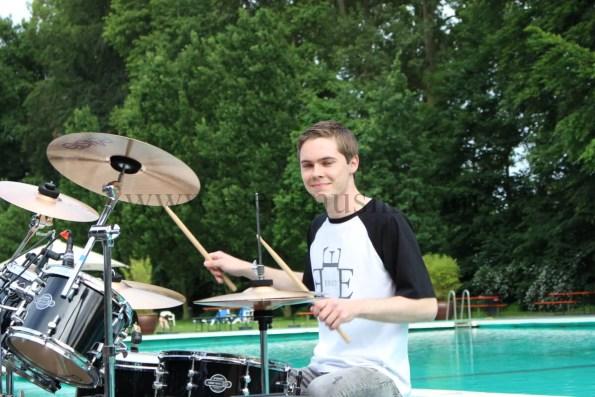 Pool Position Max am Schlagzeug