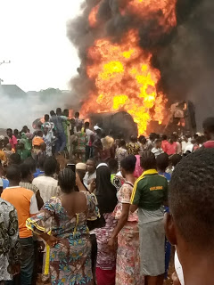 Happening Now : Fire outbreak at Akinyele local government area, Ibadan