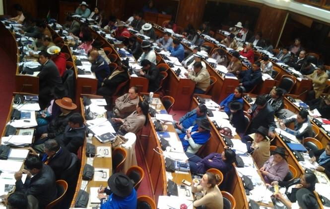 Exdiputados y exsenadores (2009-2015) pueden ser candidatos a Defensor del Pueblo