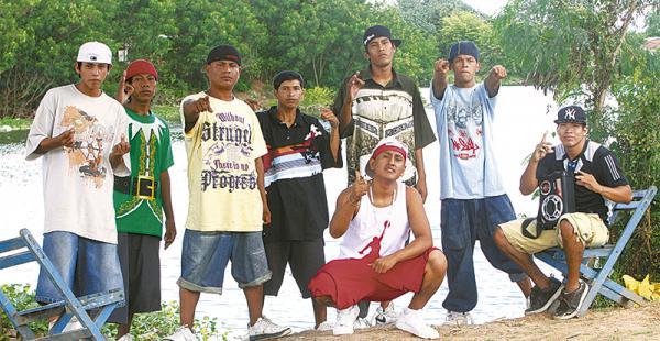 en la poza de san joaquín los sueños de cruz santa es que se vuelva un nuevo parque el arenal Este grupo de jóvenes dejaron la pandilla BDRBola 8 para formar un grupo de hip hop