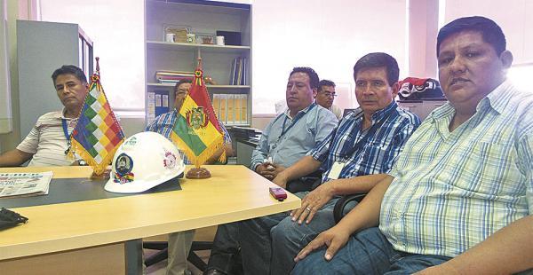 Dirigentes sindicales de las empresas subsidiarias de YPFB sugieren continuar con la nacionalización
