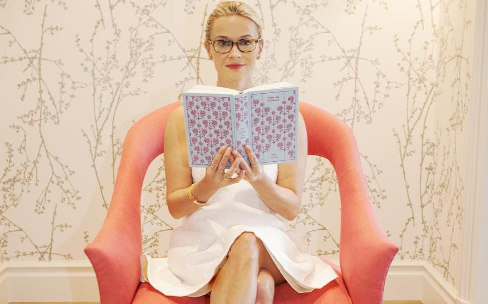 Reese Witherspoon, en una foto que publicó en su Instagram para celebrar el día del libro.