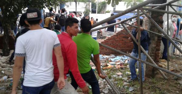 Este jueves se registró un violento enfrentamiento entre universitarios en los predios de la universidad estatal cruceña