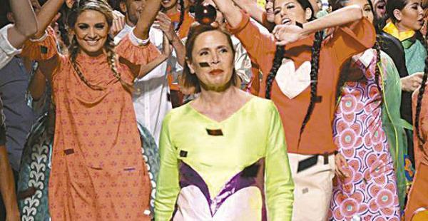 Presentó su  nueva colección en el país Agatha Ruiz de la Prada al final de la presentación de su colección de verano en el Bolivia Fashion Week, realizado  en Cochabamba, donde recibió una Estrella de la fama, en el Cine Center.