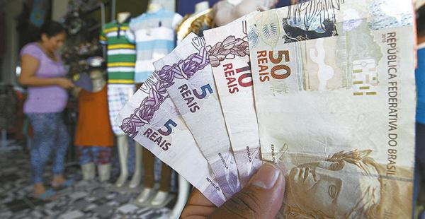 La devaluación del real contribuye al contrabando desde Brasil