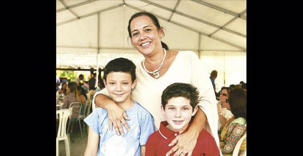 Susana Heredia, con sus sobrinos de cariño, Jorge Andrés y Renato Méndez