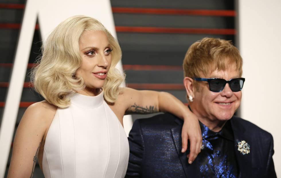 Lady Gaga y Elton John, en la fiesta post Oscar de 'Vanity Fair' el pasado febrero.