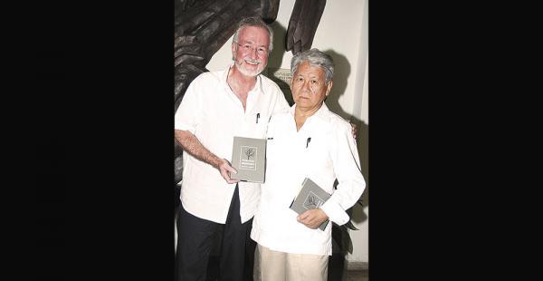 Mauro Bertero, el anfitrión, junto al poeta Riberalteño Pedro Shimose