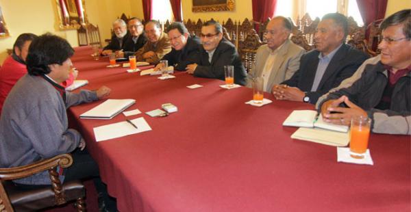 El presidente Evo Morales recibió en Palacio de Gobierno a la dirigencia de los trabajadores jubilados del país