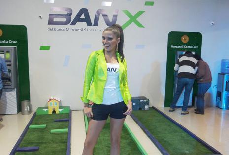 Jessenia Barrientos (Bmsc). A la miss se la notó muy cómoda con su rol de azafata