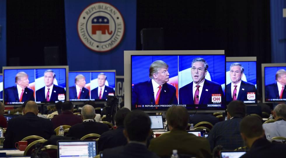 Donald Trump y Jeb Bush durante un debate de la campaña republicana.