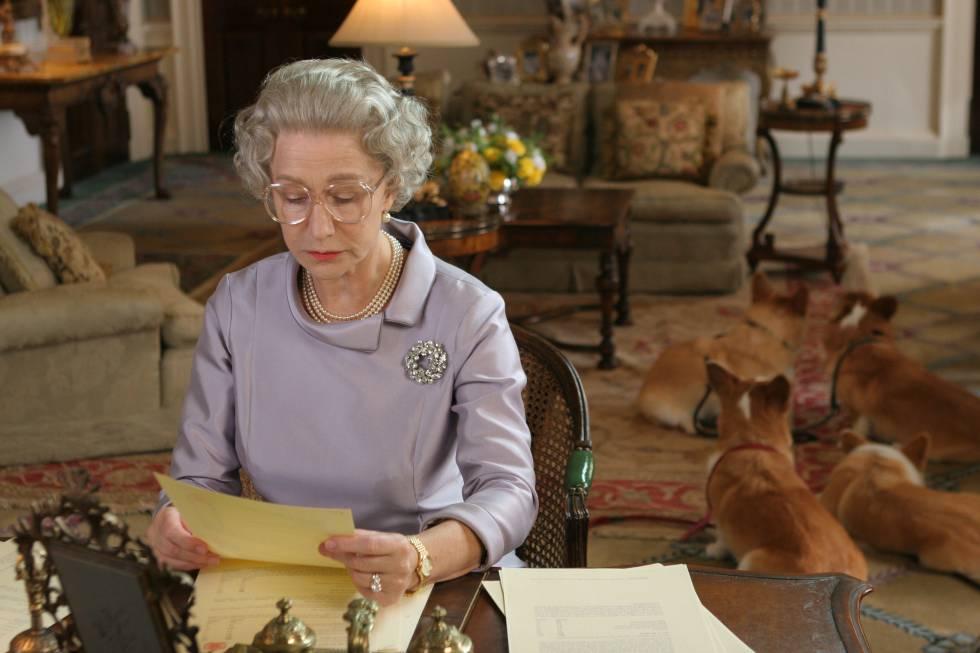 La actriz Helen Mirren, caracterizada como Isabel II en la película 'La reina'.