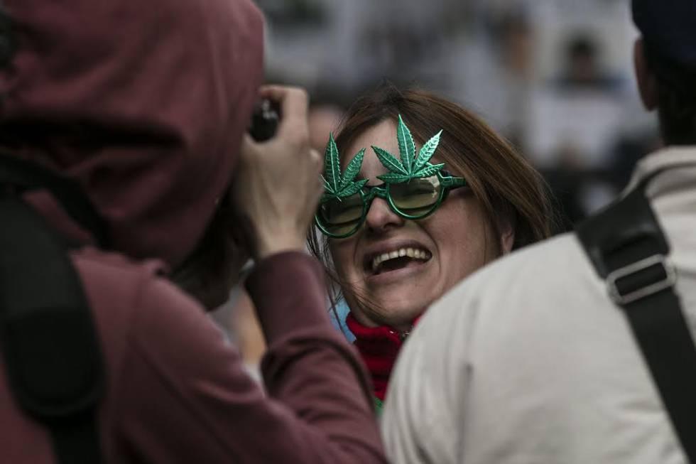 El colorido que se ve en la marcha también es atractivo para los turistas que están de paso en Buenos Aires.
