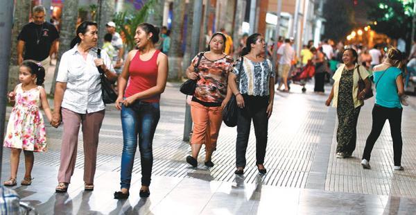 600 personas en La Paz y 600 en Santa Cruz respondieron ante 101 adjetivos positivos y negativos