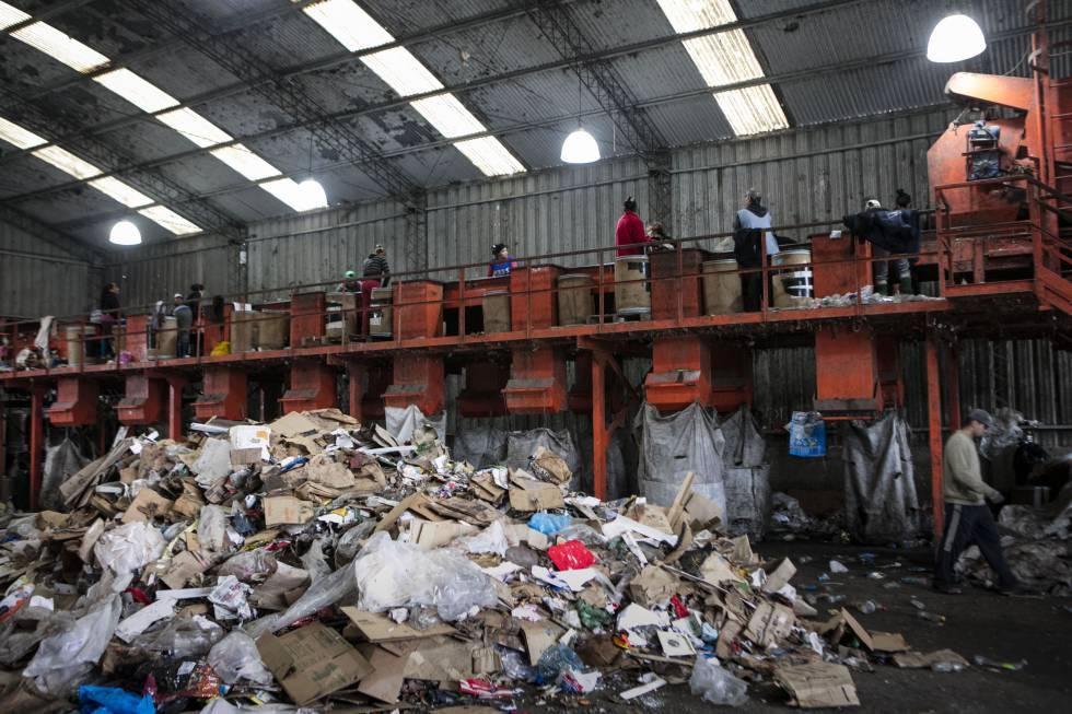 La cooperativa de reciclaje de residuos Bella Flor, en pleno funcionamiento.